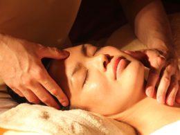 masaż nuru czy masaż ciałem