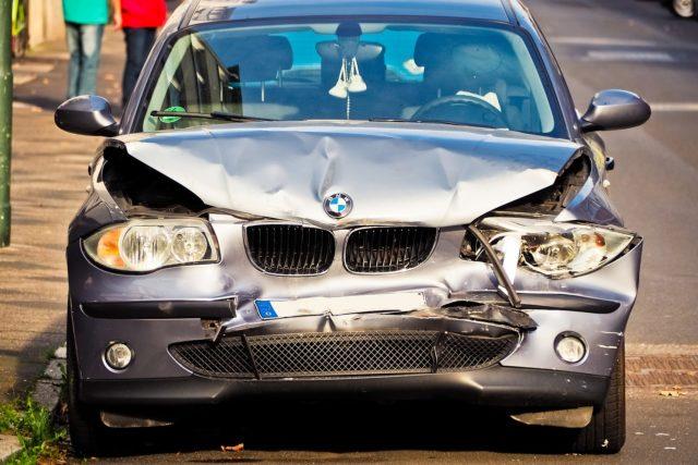 Rozbite auto i wypowiedzenie umowy ubezpieczenia OC