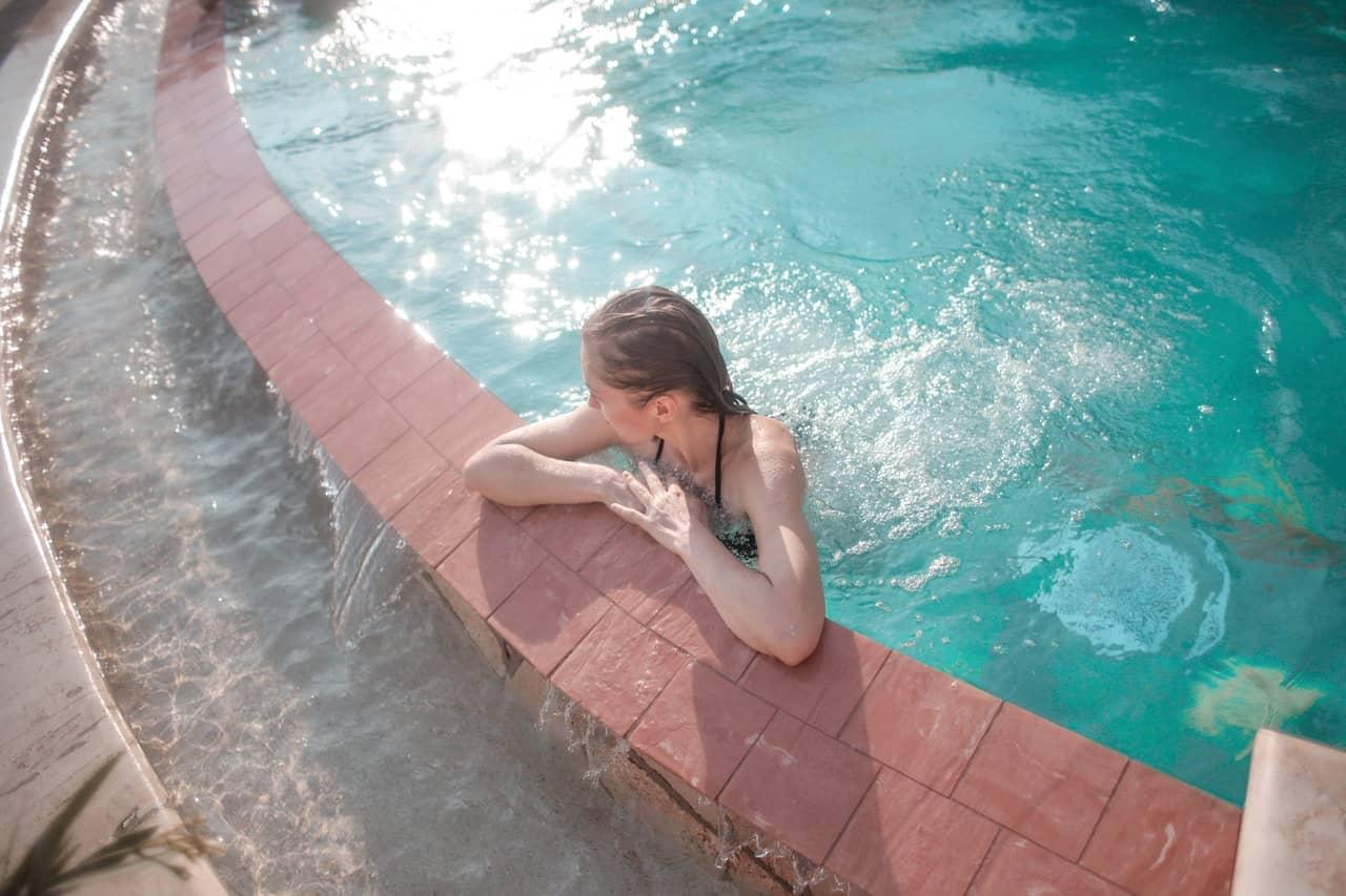 glony w basenie